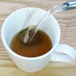 カップに1パックを入れて、熱湯を注ぐ