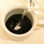 熱湯またはお茶を注ぐ