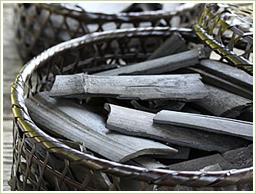 山梨県・身延地方の孟宗竹炭を使用